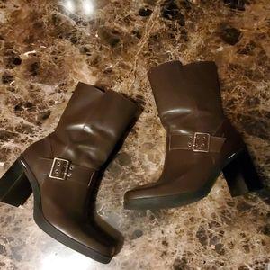 Womans boots size 7.5